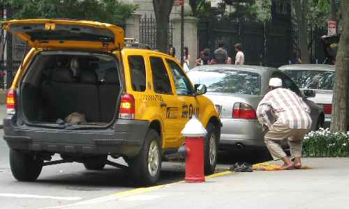 Muslim Cab Driver Praying on NYC Sidewalk